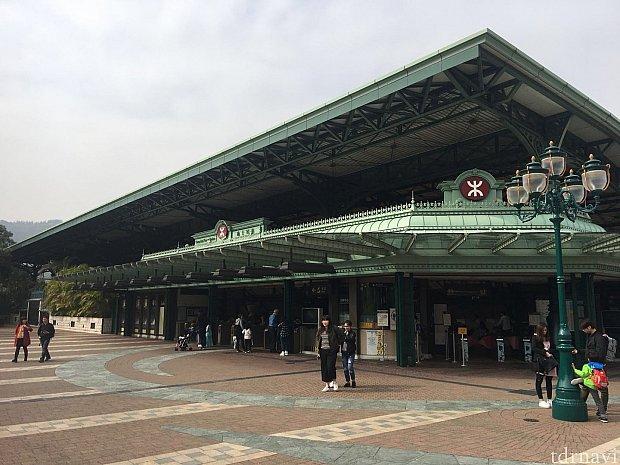 ディズニー駅の外観もカッコイイですね〜👍