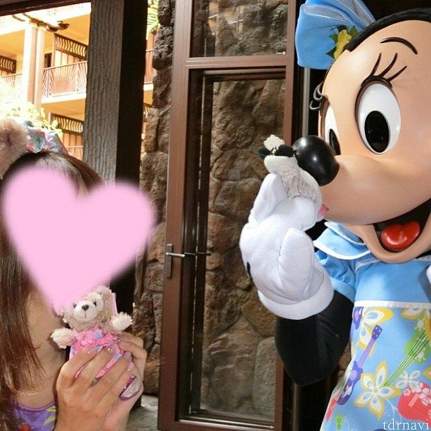 私のミニーちゃんにお鼻でちゅっ♡