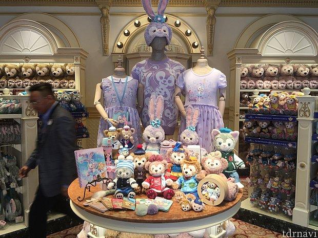 店内には今後発売予定の商品の展示が!冬物グッズとか、早すぎ…!!