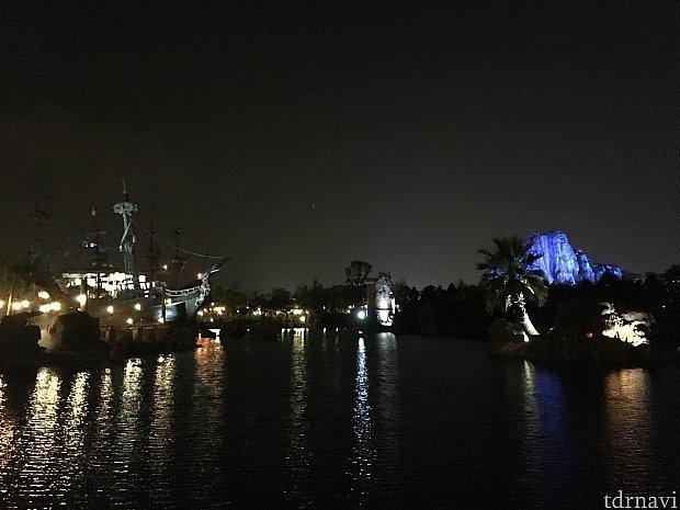 パイレーツコーブは夜景もきれいなので、夜もオススメです。