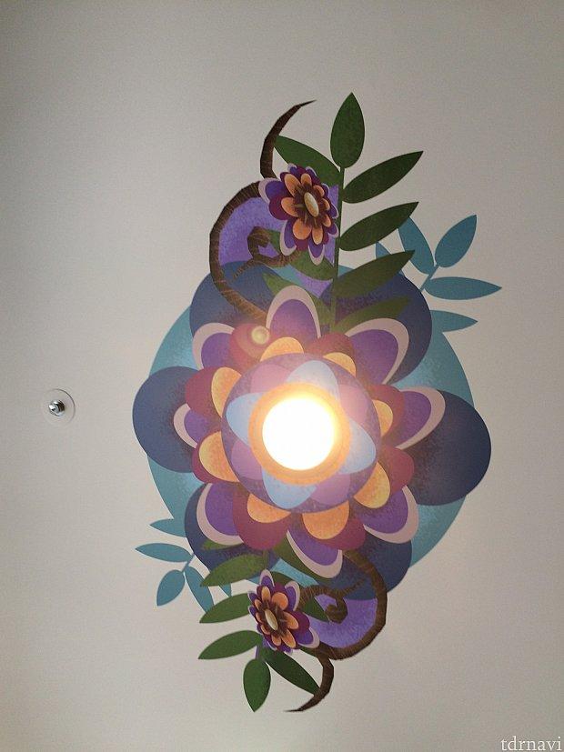天井のライト周りもオシャレになっていました!