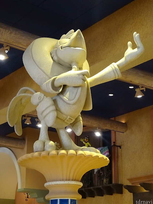 パンチートのお店にはパンチートの像があります!が、ホテルのグッズには三人の騎士は描かれていなかったように思います。