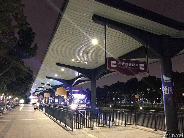 少し行くとディズニーリゾート循環シャトルバスのターミナルがあります。
