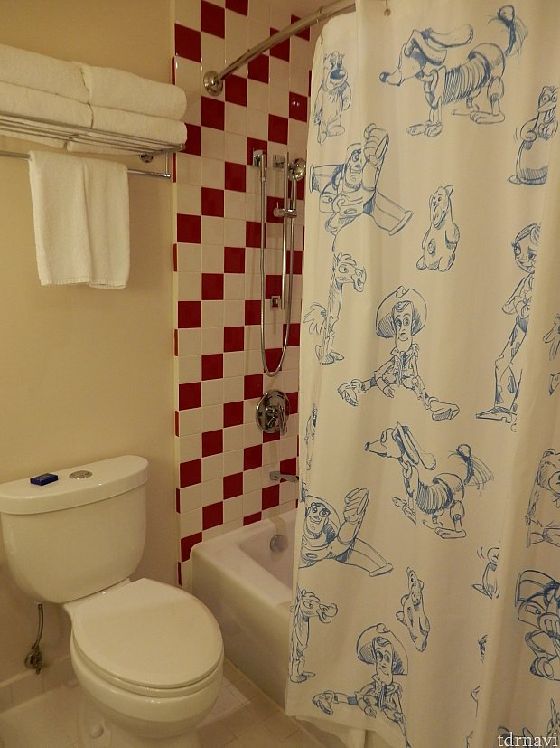 シャワーカーテンは一部ちょっとシュールです(´ン`*)