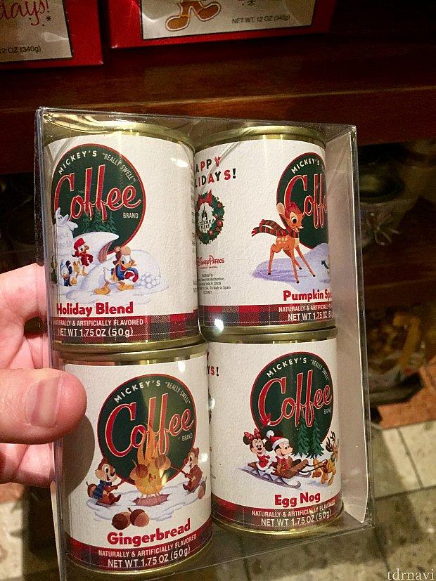 コーヒー4缶のセット。絵柄だけでなく、フレーバーもジンジャーブレット風味などのホリデースペシャルです。$15.99