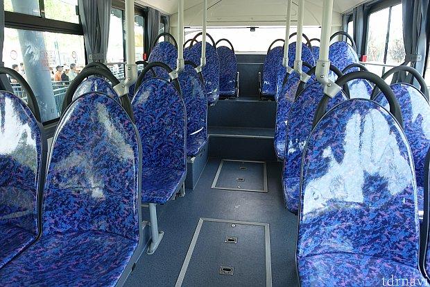 車内は路線バス仕様です。フロリダと同じ雰囲気。