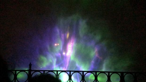 舞浜と似たようなスクリーンを使った演出。