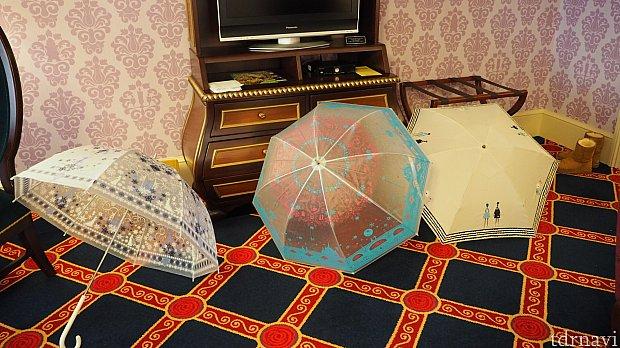 テレビの前に傘を干してもスペース余裕です。