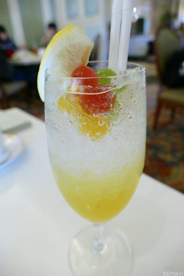 こちらが今年のイースタースペシャルノンアルコールカクテルです!トッピングされてるゼリーが可愛いくて美味しかったです✨