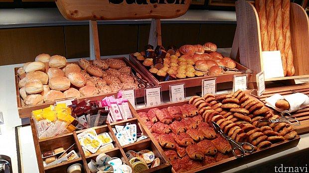 朝食☆美味しそうなパンがずらり。