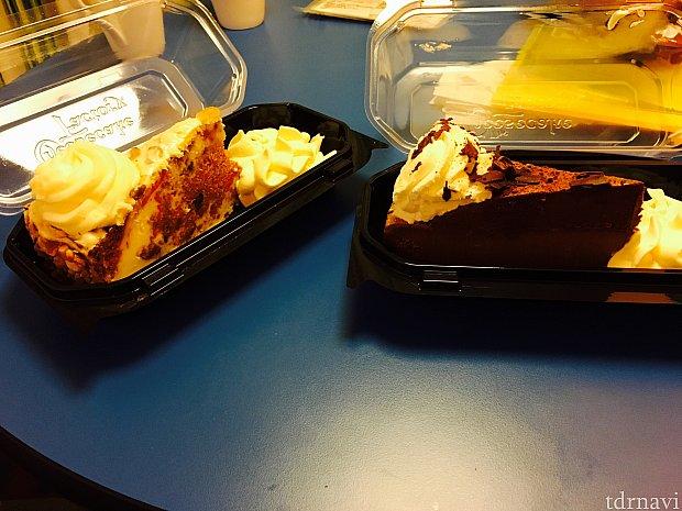2日目のケーキたち。ドライフルーツのチーズケーキとチョコレートケーキ