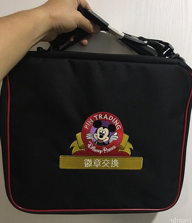 バッグには小よりも若干太目のヒモが付いています。