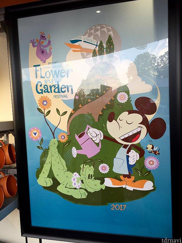 個人的に結構気に入っている、おすましミッキー。こちらはポスターですが、このデザインのグッズが沢山ありました。ミッキーの近くにはミッキーっぽい蜂も飛んでいますが…はてどこかで見たような?このキャラクターをご存知の方、ご一報をお待ちしています。