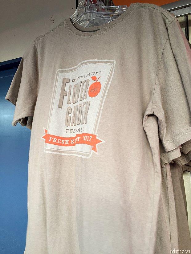 シンプルなこちらのTシャツも男性用。