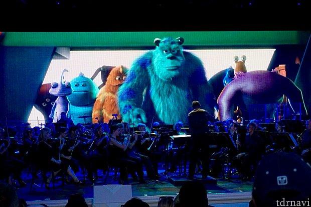 宇宙飛行士の様なカッコいいキャラクター達をオーケストラが盛り上げてくれます。