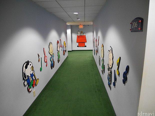 スヌーピールームの廊下はこんな感じに装飾されています!