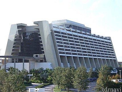 モノレールから見たホテル全景