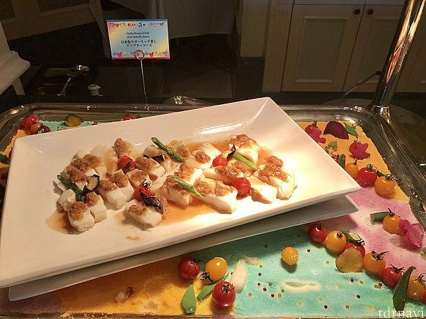 白身魚のガーリック蒸し☆ ナンプラーソースこちらもディスプレイが素敵でした☆ガーリックが効いていて食が進みます!