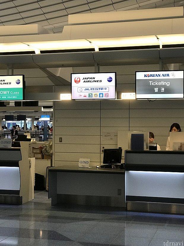 羽田スマイルサポートカウンターになります。朝からは空いていることがないので、近くにいる係り人にカードを提示すれば空いているチェックインカウンターに案内してもらえます。