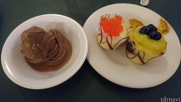 チョコレートソフトクリームとカップケーキです🎵カップケーキ右側がレモンとブルーベリーのカップケーキ、左側がレアチーズケーキでした!