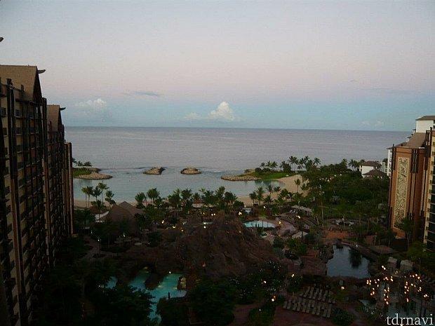 朝の海の色