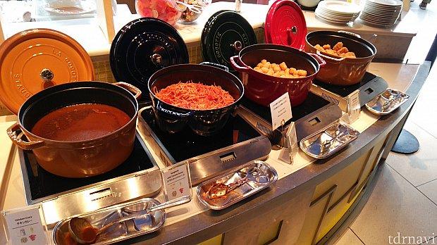 カレー、パスタ、ハッシュドポテト、チキンナゲット