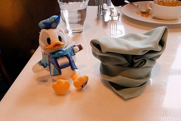 ショーが終わって席に戻ったら、ナフキンをドナルドの帽子にしてくれてました!可愛い!!