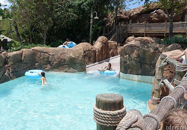 着水時も全く豪快さがなく、サラッと着水します。スライダーは着水が大事なのに!