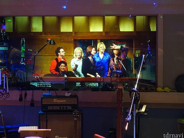 スタジオのメンバーの映像