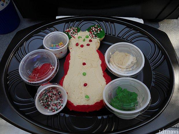 クッキーの見本 周りにあるトッピングをクッキーにつけてオリジナルのクッキー作りができます😆