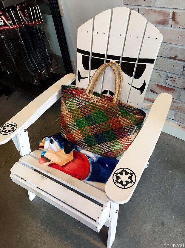 この椅子がD-Livingショップの入口に置いてあり、インパクト大でした!