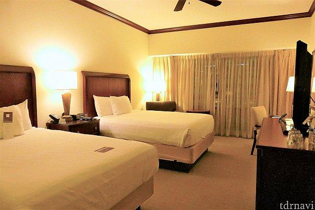 まずはお部屋の様子&ベッドから!