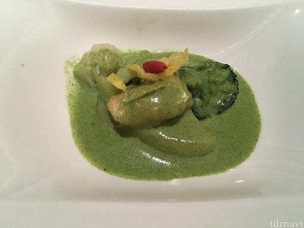 帆立貝の唐揚げ ブロッコリーのクリームソース。唐揚げがあっさりしていて食べやすい!