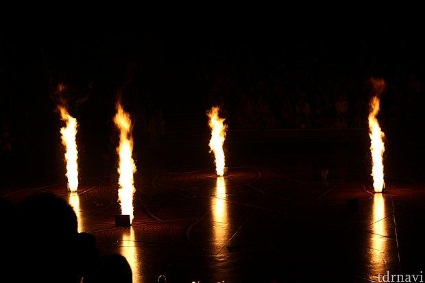 このようにステージから火も出ます。