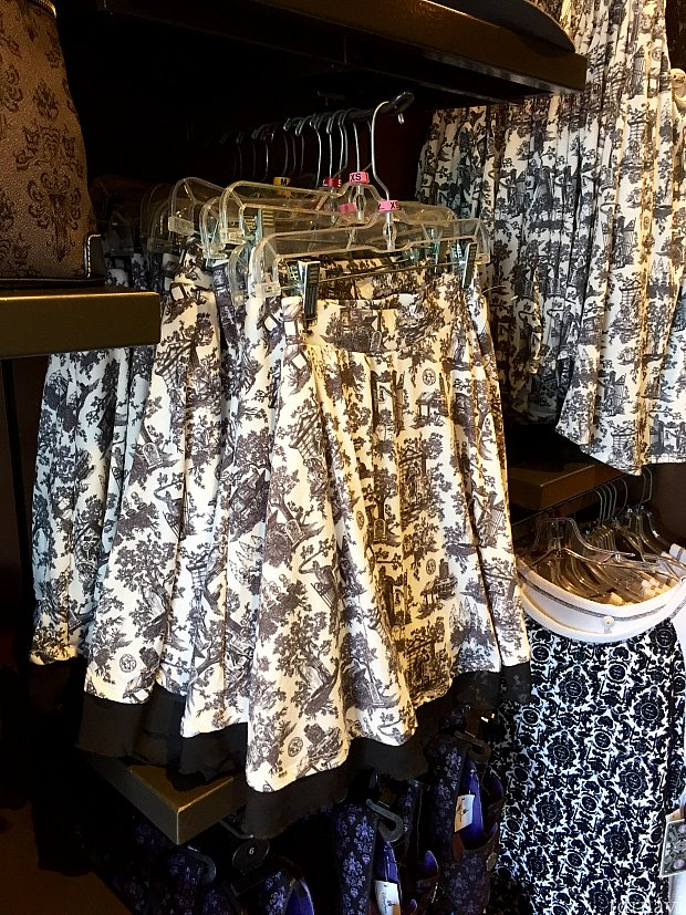 Haunted Mansion Chiffon Hem スカートは$46.99。