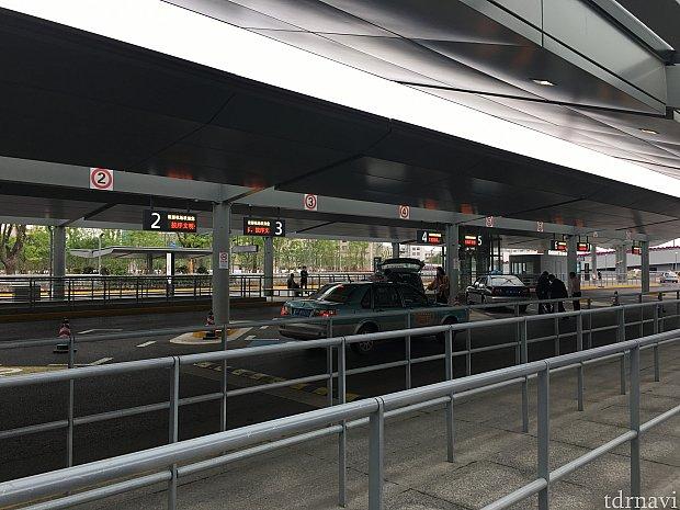 しっかり整備されたタクシー乗り場。