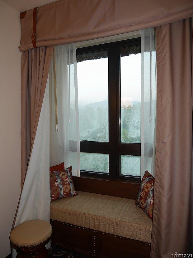 窓側は出窓的な感じ!居心地いいです!