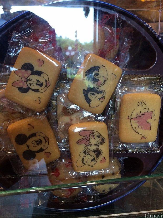 中身はキャラクターが焼かれたクッキー
