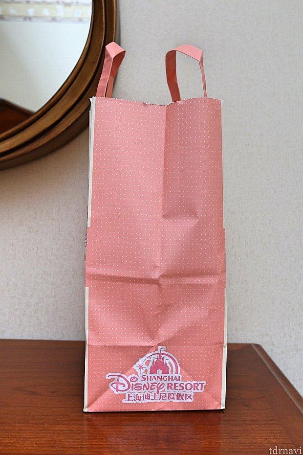 紙袋(横)。ちゃんと上海ディズニーリゾートと書いてあります