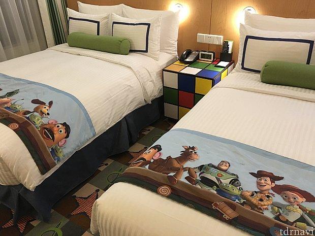 ベッドはトイストーリーの仲間たちが描かれており、かわいらしいったら!