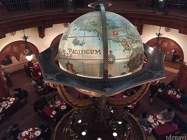 マゼランズと言えば中央の大きな地球儀