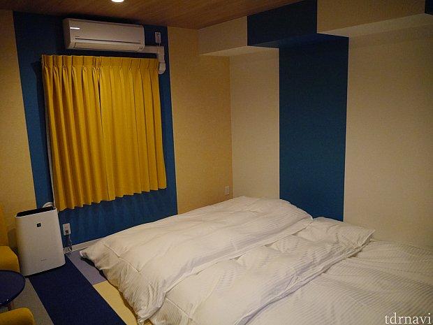 ベッドのある部分は和室になっています。両サイドにコンセントがあり便利でした!