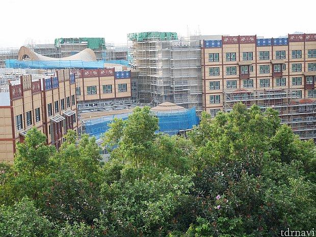 建設中のホテル!こちらは9月の写真。12月は更に完成に近づいてました♪