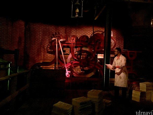 大量印刷できる機械が発明され、新聞と言う媒体ができました。