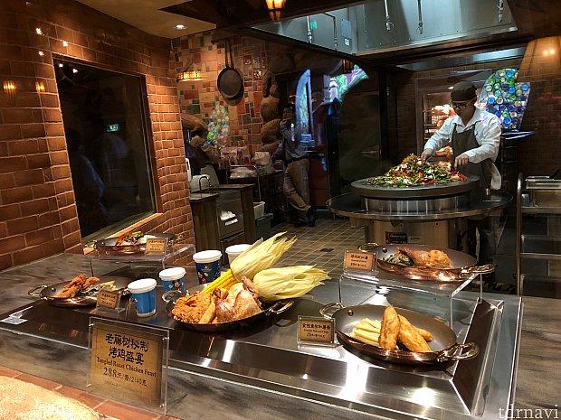 キッチンが見えます。大量の炒め物?