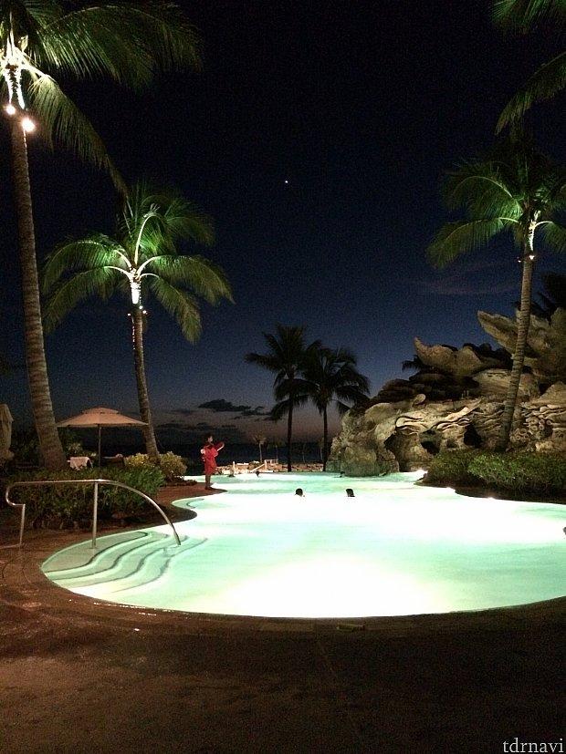 夜のプールも素敵でした❤️