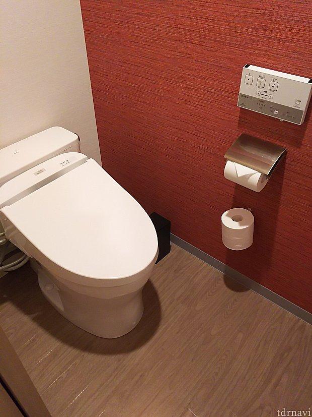 手を洗うのは隣の洗面台なのが・・・ 最近、使い捨てのサニタリーバッグが多いですが、こちらは違いました