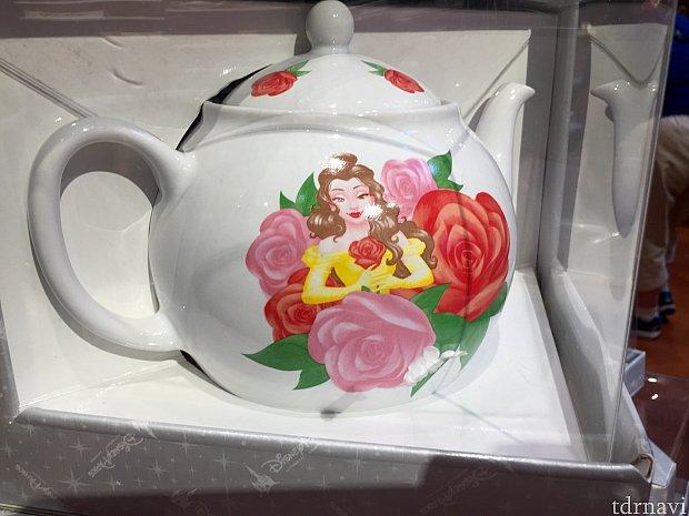 紅茶用のポットも用意されていました。結構な大きさのポットです。