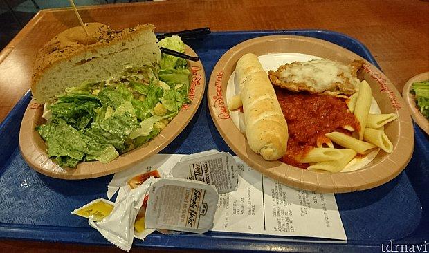 【1食目】左のサンドウィッチもおいしかったです。