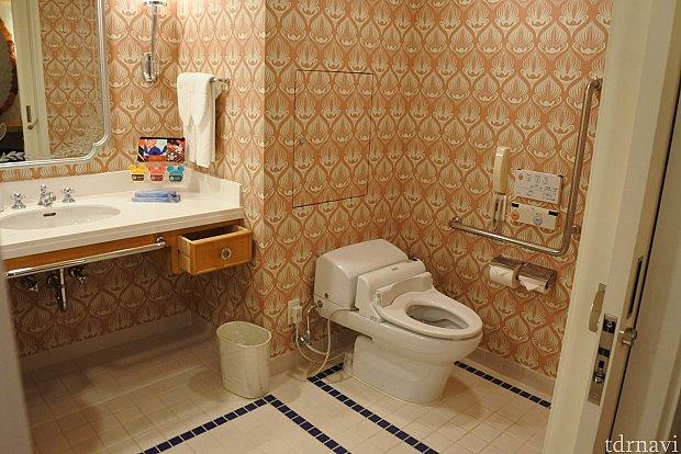 トイレとお風呂の間にはドアがありません。入り口にはドアがあります💦